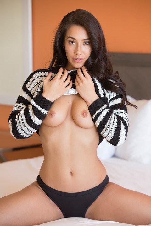 Eva Lovia  096