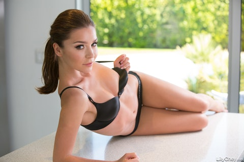 Lily Chey  071